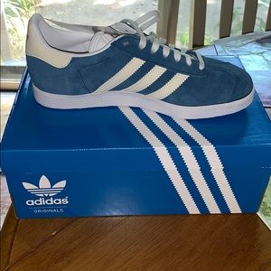 BRAND NEW ADIDAS GAZELLE IN BLUE SUEDE